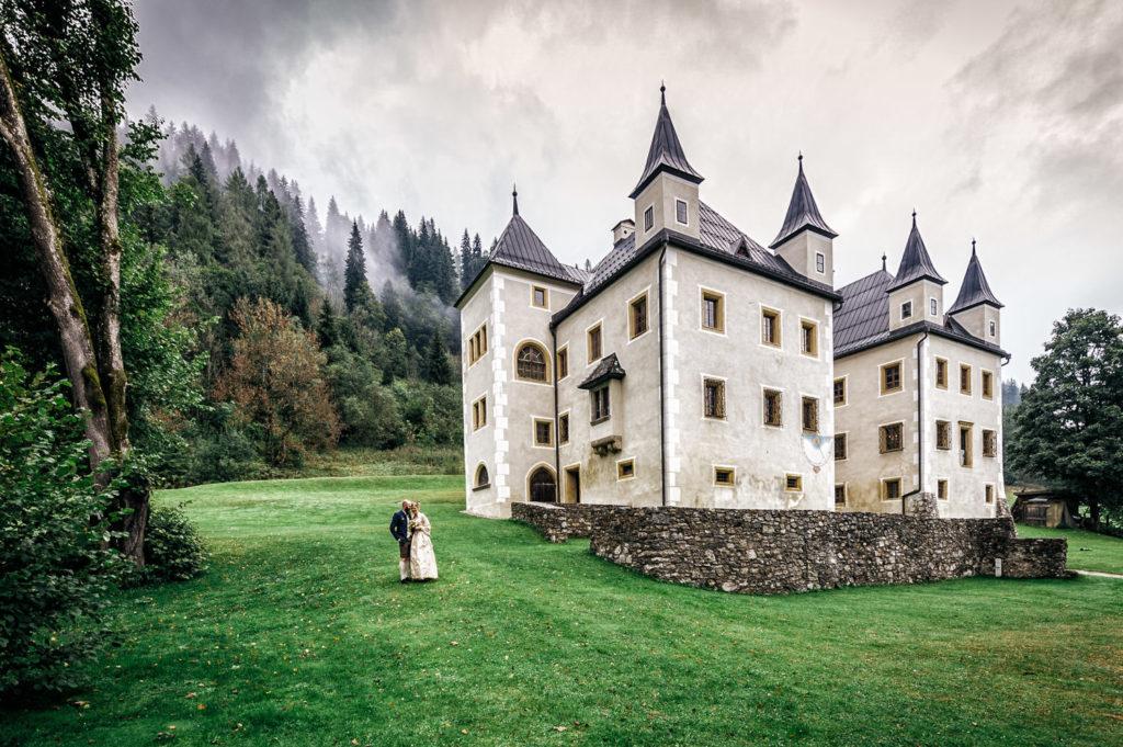 Portrait Hochzeitspaar Schloss