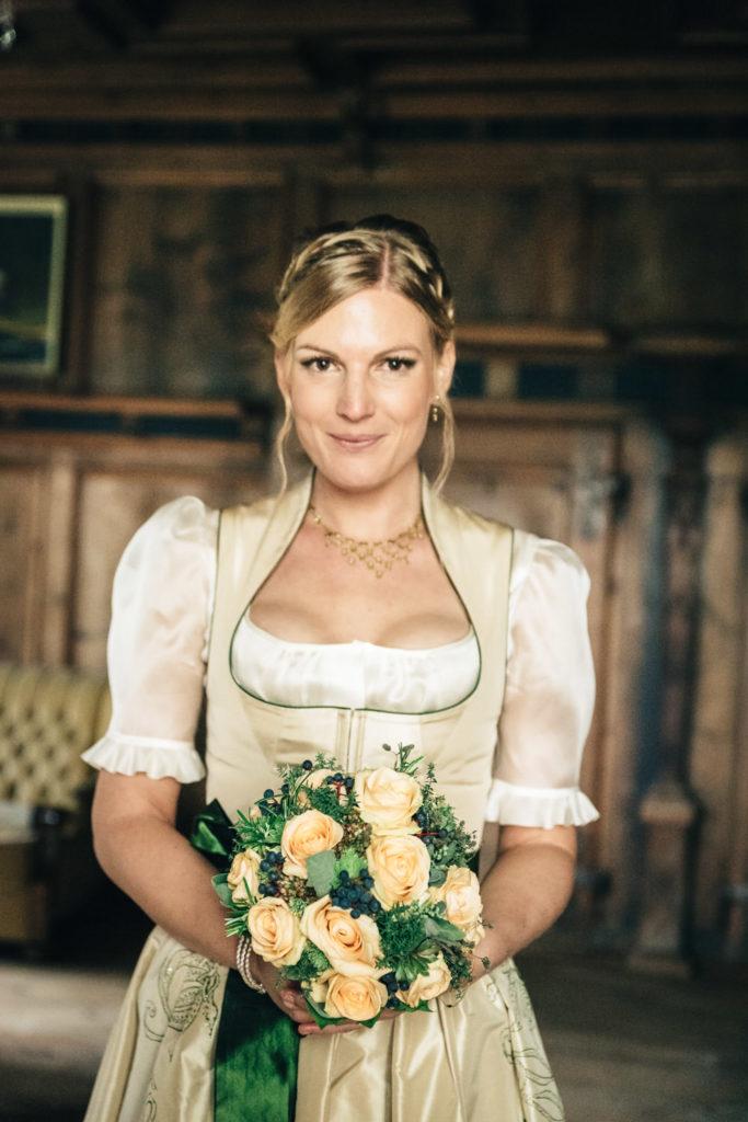 Trachtenhochzeit Portraits Braut Schloss